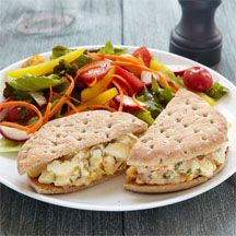 LUNCH:  Egg Salad Sandwich & Side Salad 9 PointsPlus Value Ingredients 2 item(s) whole hard boiled egg(s) chopped.  2 tbsp. fat free mayo or yogurt, 2 tbsp. onion, sweet red pepper.  salt/pepper.  1 slice thin bread.  Serve with salad w/oil and vinegar dressing (1 tsp. oil)