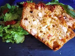 un classique chez nous pour les pique nique... cake fondant chèvre et tomates séchées au thermomix - 150 à 180 g de farine - 1 sachet de levure - 3 oeufs - 10 cl de lait - 10 cl d'huile d'olive - sel, poivre - origan ou basilic si on veut - 100 g de gruyère...