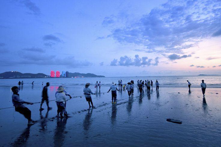 The #sea will be the judge of this tug of war. #Sanya #SanyaRepin #SanyaHeartstoHearts #China #Whererefreshingbegins #Nature #Beach #Sand #Vacation #Holiday #Travel #Island #Sports