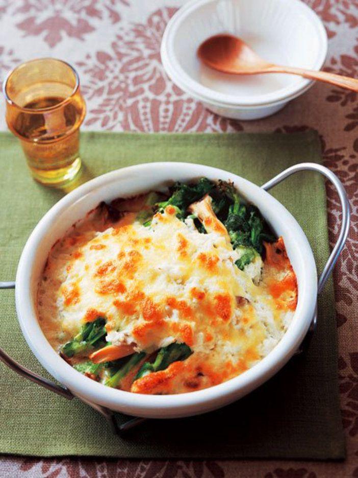 長芋をホワイトソースに見立て、菜の花にたっぷりかけたグラタン。 『ELLE a table』はおしゃれで簡単なレシピが満載!