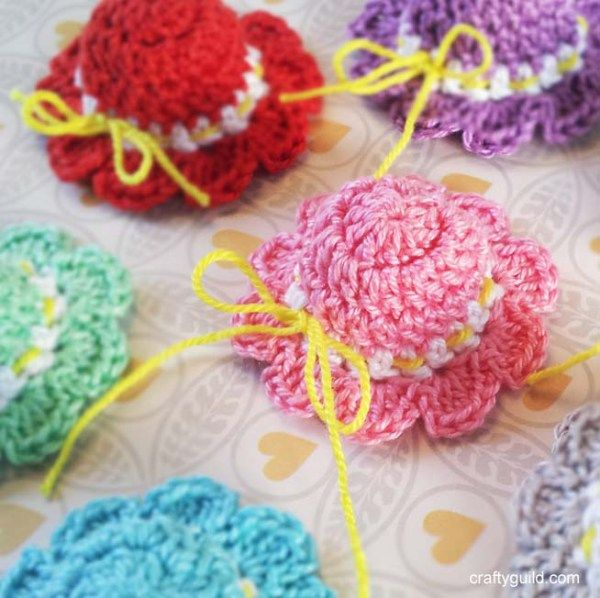 How to Crochet a Mini Sun Hat - Crafty Guild - http://craftyguild.com/2016/01/how-to-crochet-a-mini-sun-hat.html