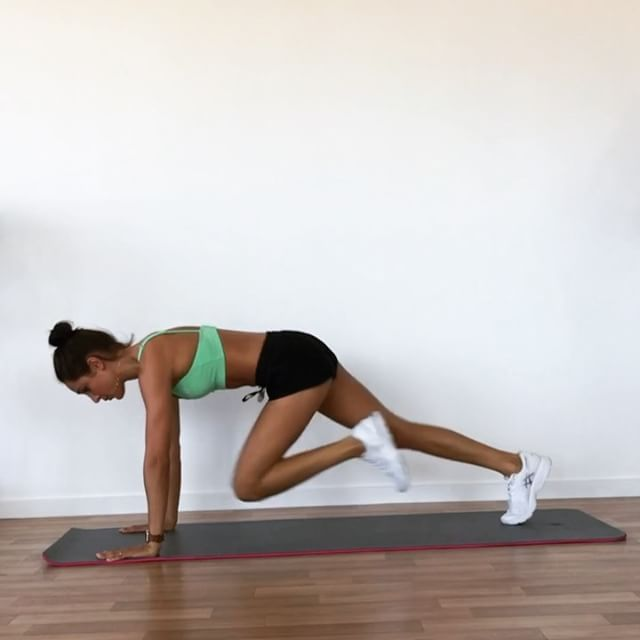 ✅Commando ✅Bicep curl ✅Weighted straight leg jackknife ✅Mountain climber push up (4:1) ✅Bent & straight leg raise ✅Tricep dip ✅Raised leg sit up . Set a timer for 14 minutes and see how many times you can get through these exercises!! 🌸👌 . . www.kaylaitsines.com/app