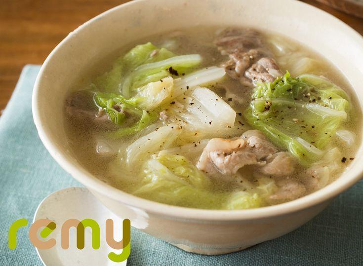 100年続く平野家伝来のスープ「青菜包飯(チンツァイパオファン)」です。シンプルな味つけで白菜と豚肉の旨みだけでいただくスープなの。旬の白菜で作ると、甘くてと〜っても美味しいのよ。白菜はクタクタにするか、歯ごたえを残すかは、お好みで加減してね。最後にごはんを入れて食べると最高よ。