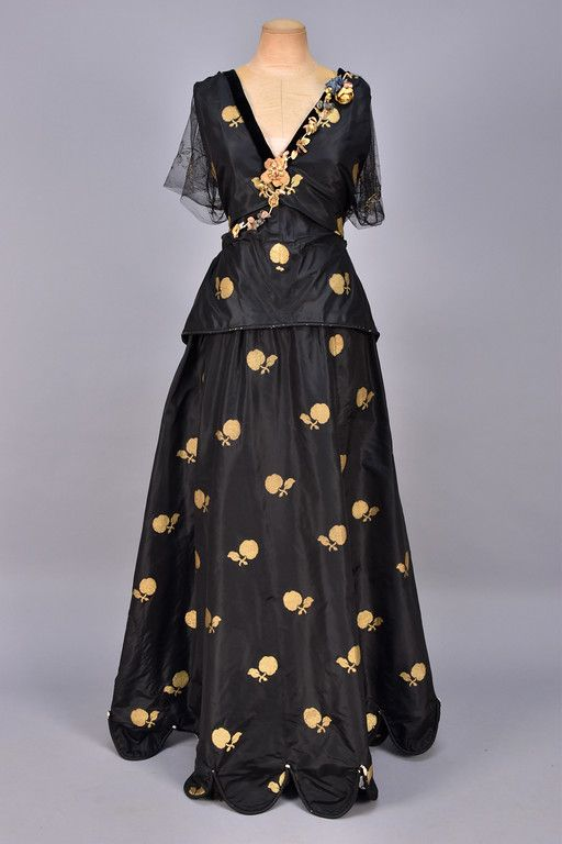 Evening dress House of Worth (French, 1858–1956) Designer: Jean-Philippe Worth (French, 1856–1926) Date: 1920–22 Culture: French Medium: silk, metal. Front