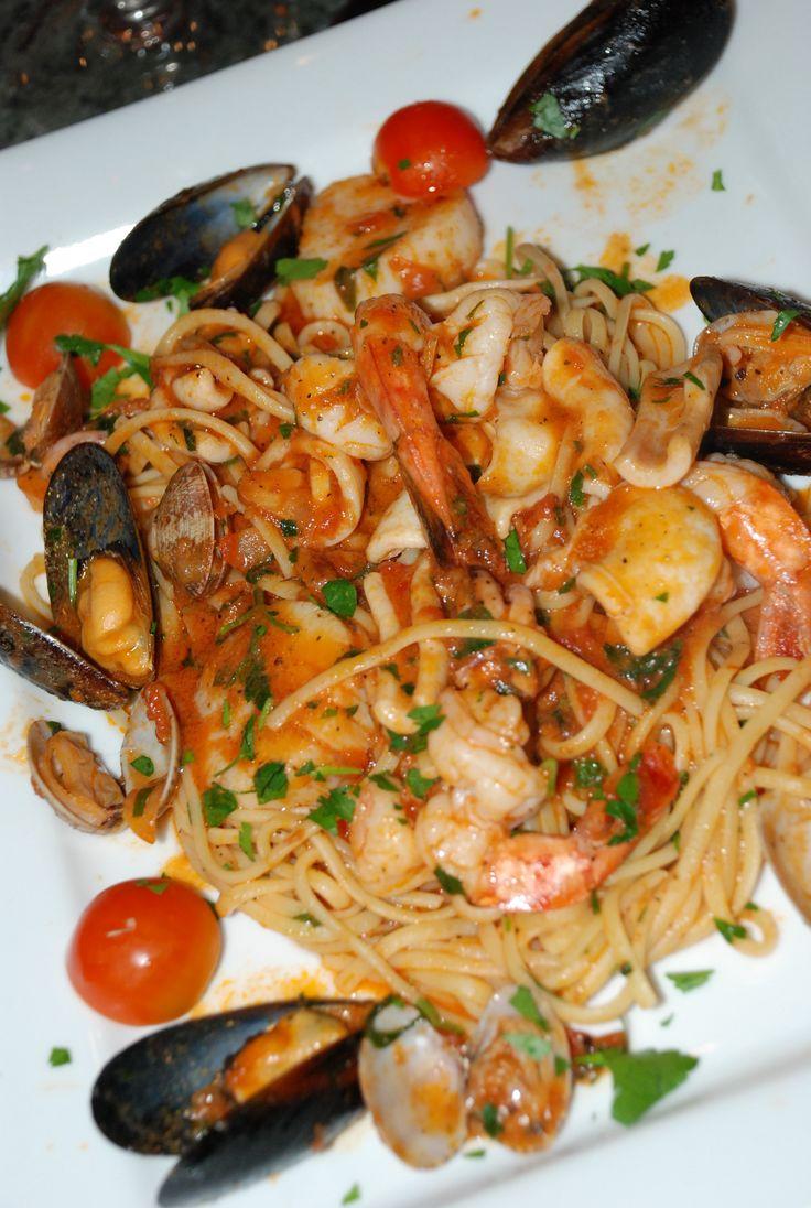 Spaghetti al scoglio - seafood pasta