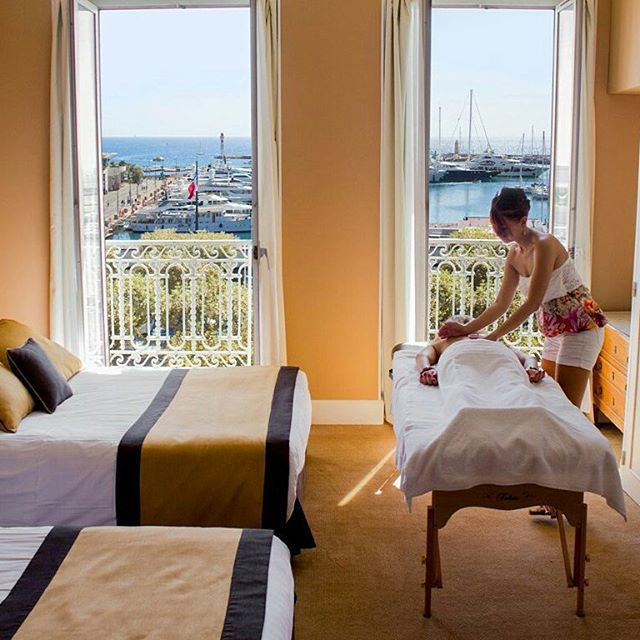 The weekend is coming… to recharge your batteries nothing is better than a massage in front of the Old Port of Cannes ☺  Le week-end approche… rien de tel pour recharger vos batteries qu'un massage face au Vieux-Port de Cannes ☺  #travel #massage #relaxation #cannes #hotel #boats #port #sea #view #voyage #nice #instagood #weekend