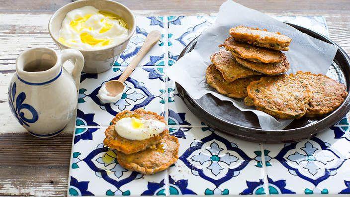 Lebanese zucchini fritters (ejjeh koussa) - listen to our audio recipe.