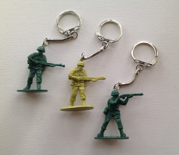 3 Green Army Men Key Chain by Mogglepops on Etsy, €5.99