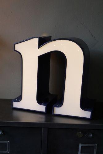 les 25 meilleures id es de la cat gorie enseigne lumineuse. Black Bedroom Furniture Sets. Home Design Ideas