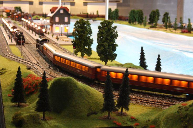 Maqueta en escala 1 (factor de reducción 1:32). Exposición Un mundo del tren en miniatura en Marineda City. Organizada por Ruve Modelismo.