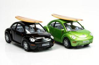 Miniatura New Beetle com Prancha de Surf — Carro de Bolso