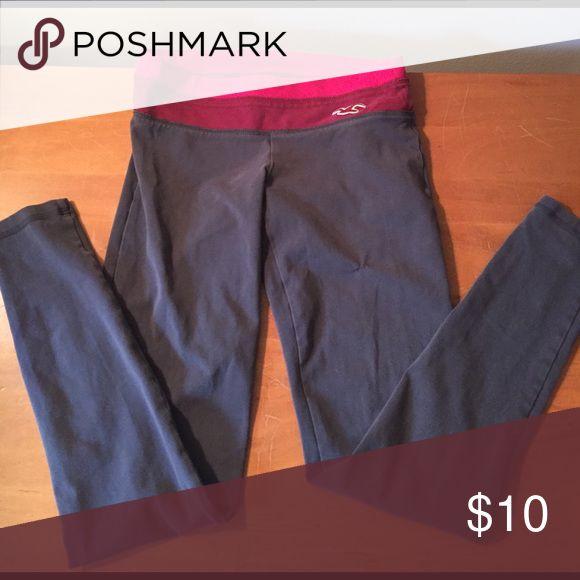 Hollister leggings Gray leggings with magenta/maroon waist band Hollister Pants Leggings