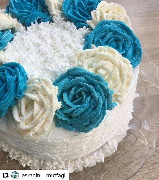 #Repost @esranin__mutfagi with @repostapp ・・・ mutlu günler canlar pastamin son hali esimin dogum  gunu icin yaptım bu pastayı güllü güllü cok guzel oldu�������� sipariş icin dm den yazabilirsiniz  kalıp ölçüm 19 cm 2 yumurta oda ısısında 1,5 fincan seker 2 fincan un yarım  y.kaşığı nişasta 5 y.kaşığı sıcak su 3 y.kaşığı sıvıyağ Yarım pkt vanilya Yarım pkt k.tozu  Hazırlanışı Yumurtaların aklarını temiz kuru bi kaba koyun şeker in  yarısını ekleyin şanti kıvamını alana kadar çırpın yumurta…