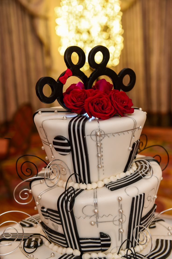 We can't take our eyes off of this gorgeous black and white art deco Disney wedding cake