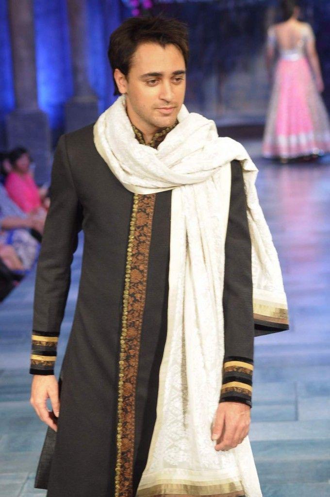 #manishmalhotra #menswear #sherwani #fashion #embroidery #indianfashion #runway #model #imrankhan