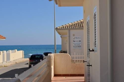Sagittarius Mare Santa Croce Camerina Located on Casuzze Beach in Santa Croce Camerina, Sagittarius Mare offers modern accommodation with Mediterranean Sea views.  Apartments at the Sagittarius come with air conditioning, a washing machine and terrace.