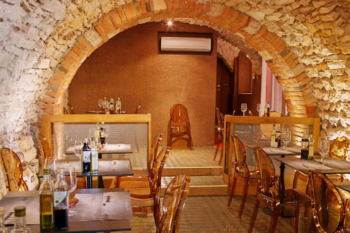 Hotel Remat - Garda ... Garda Lake, Lago di Garda, Gardasee, Lake Garda, Lac de Garde, Gardameer, Gardasøen, Jezioro Garda, Gardské Jezero, אגם גארדה, Озеро Гарда ... Hotel Remat Garda  Hotel Remat welcomes you in a recently restored (2011) antique building, facing Gardas marina in the historical center of the town. You will spend enchanted moments enjoying the superb view in its rooms characterized by classy vintage furniture and named after