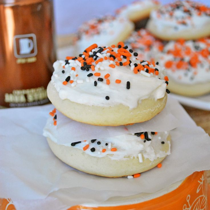 Copycat Lofthouse Soft Sugar Cookies... Just made these so good! Just make sure you watch them they burn fast!