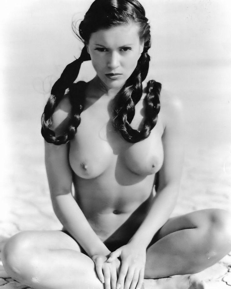 iya viliana nude photo