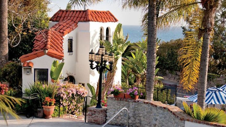 A popular hotel in Laguna Beach for decades, Casa Laguna is a Mediterranean-inspired cluster of 23 guest suites perched right above Pacific Coast Highway.