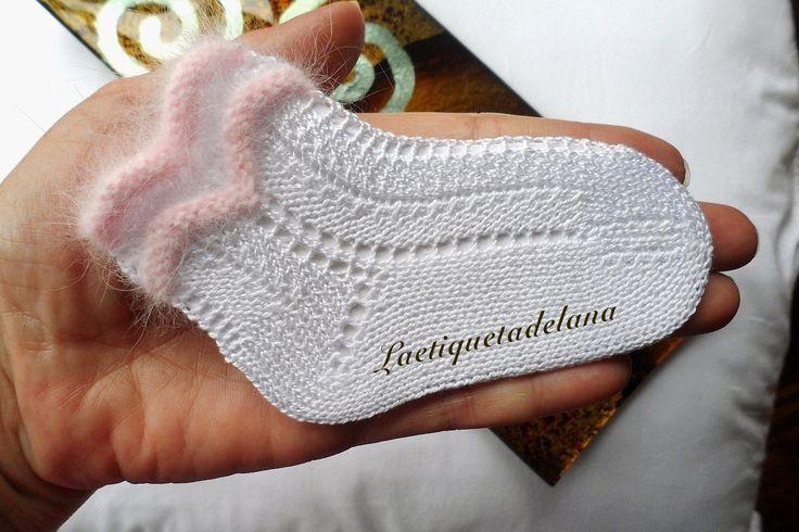 Laetiquetadelana Tutoriales: Nuevo tutorial gratuito. Estos calcetines los he comprado varias veces. Para Blanca en su comunión.