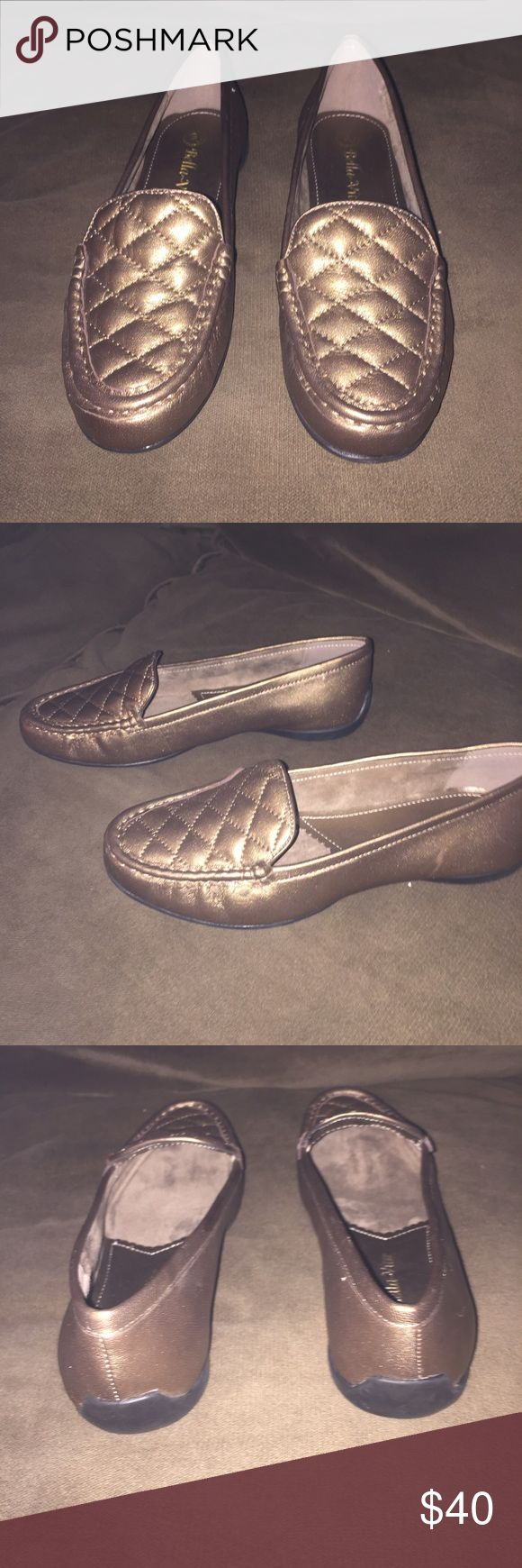 BRAND NEW BELLA VITAS WIDE NWOT Never worn! Excellent condition! Wide! Gorgeous Metallic brown. NWOT Bella Vita Shoes Flats & Loafers