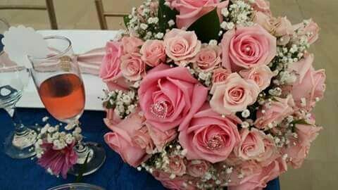 Ramo de novia rosas rosadas y pines brillantes