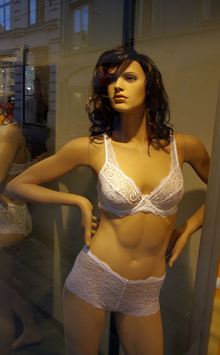 14 Best Female Realistic Mannequins Displays Or Fixtures -8587