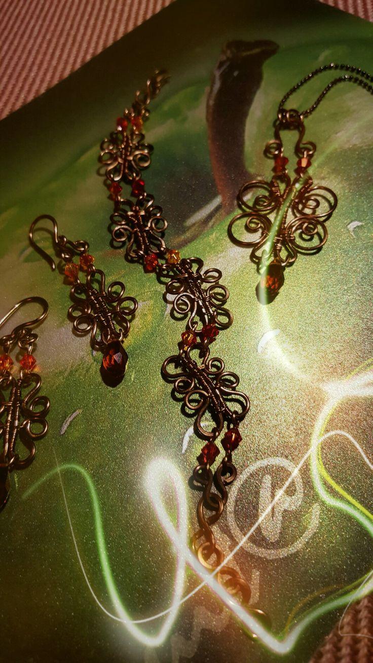 Bracelet, earrings and necklace in gunmetal