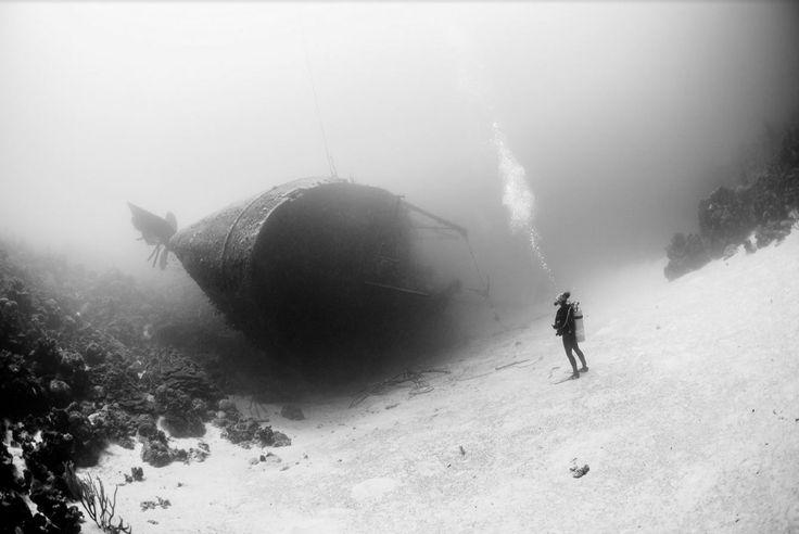 Δύτης μπροστά από το ναυάγιο Hilma Hooker στην Καραϊβική © Marc Henauer / National Geographic Traveler Photo Contest