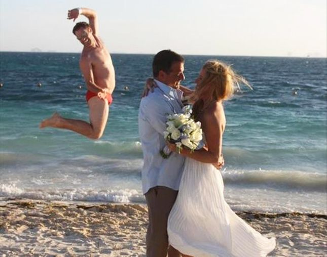 19 Hilarious Wedding Photo #Fails That Are Actually #Winning | Brit + Co
