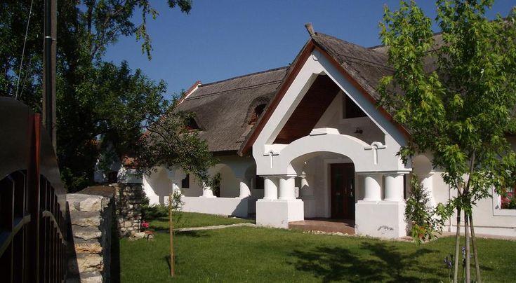 Nádtetős Balaton-felvidéki ház