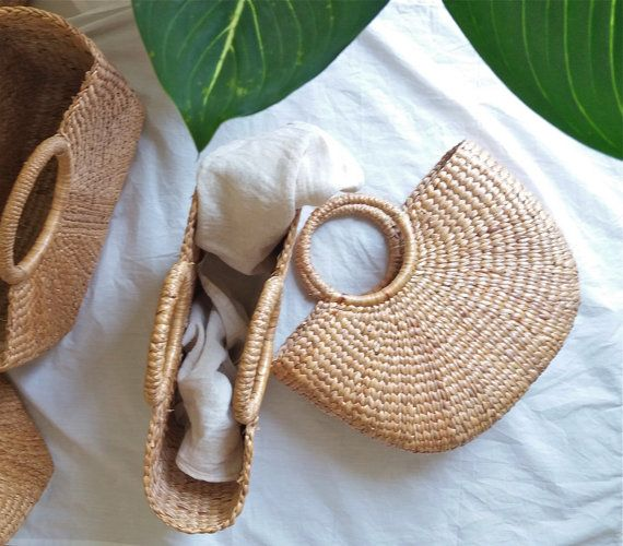 Material: Water Grass  Measurement:  ✩ Approx: L:32cm x H:22cm x W:8cm. ( 12.5 inches X 8.6 inches x 3 inches )  ☽☽☽ ✴ ☾☾☾ One of my favorite baskets from Northern Thailand. Each piece is beautifully handmade by women from Phayao province. It usually takes about 2-3 days to make. These baskets are perfect for the picnic and the beach. But not only that! These are beautiful rustic magazine lack in my room too ❤  Similar item: https://www.etsy.com/listing/399007339/wat...