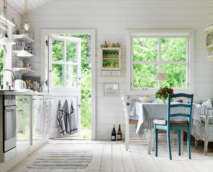 love this kitchen so much !!! the walls, the windows .... it's all shout country !!!