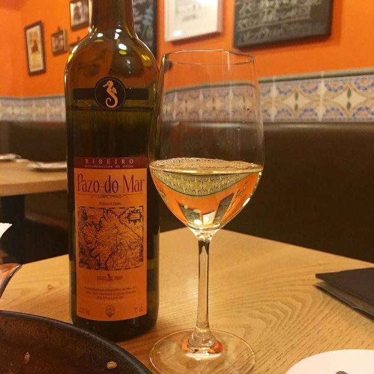 Pazo do Mar #pazomodar #ribeiro #vino #whitewine #wine #spanish #elchiringuite #foodgram #instafood #yummy #delicious #tasty #エルチリンギート #ワイン #スペインワイン #市ヶ谷 #東京 http://misstagram.com/ipost/1555056624643877690/?code=BWUq8LVhCs6