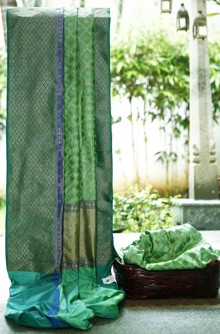Lakshmi Handwoven Banarasi Silk Sari 1000056 - Sari / Silk Saris - Parisera