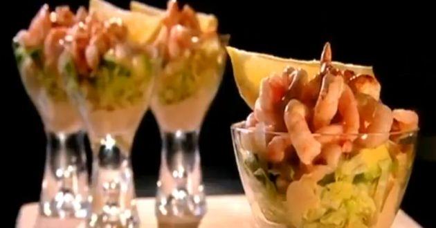ANTIPASTI AD ISOLE: L'ISOLA DEL PESCE. Mini cocktail di gamberi con insalata e salsa rosa. Pesce bianco marinato alla vinegrette di aneto e cipolla rossa di Tropea. Carpaccio di salmone al prosecco, pepe rosa e arancio su crostini di pane integrale. Gran misto di mare all'olio extra vergine d'oliva e limone (gamberi, calamari, cozze,etc..).