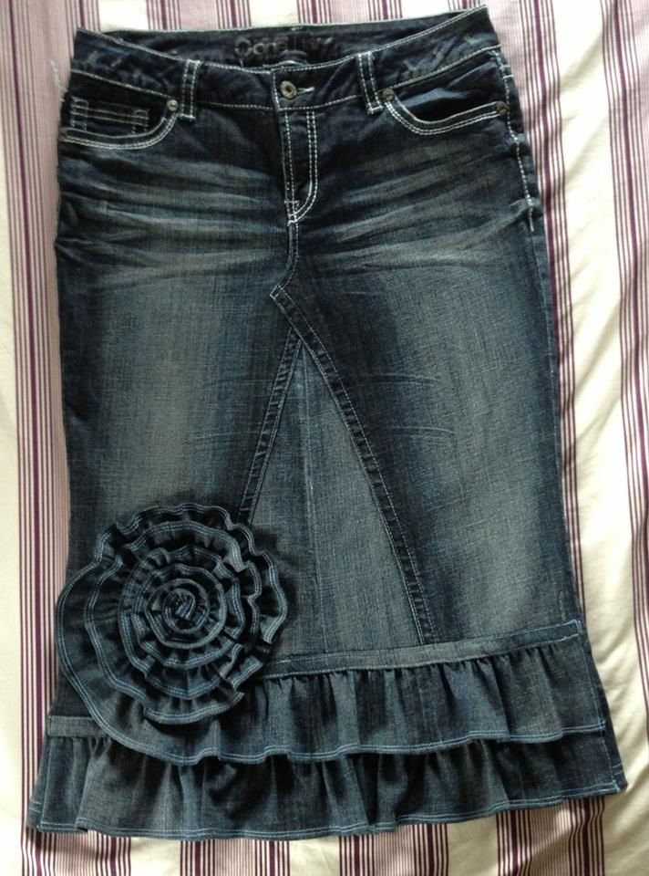 Super cute denim ruffle skirt- want to make this for this fall, it would be…