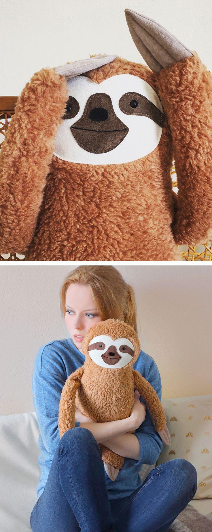 Kuscheliger Begleiter und #geschenkidee für Weihnachten: Großes #Faultier Kuscheltier / cute #sloth soft toy as #giftidea for christmas made by Petite Panda via DaWanda.com