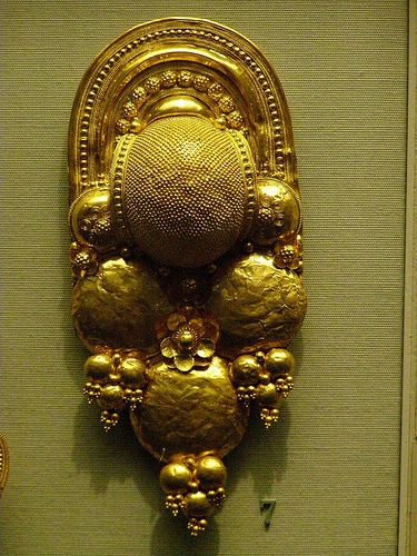 British museum Gold earring   Etruscan,400-300 BC
