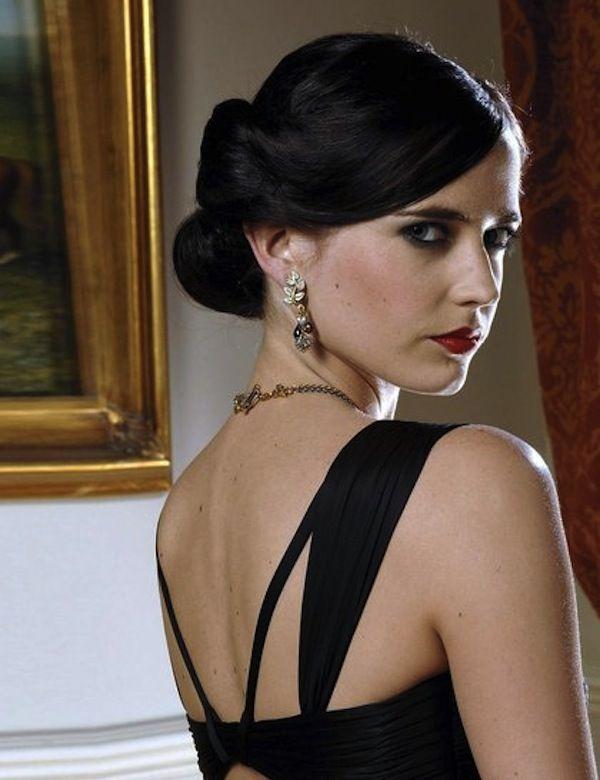 Haircut On Bonds : Iconic Bond Girl Hairstyles of All Time Bond Girl, Girl Hairstyles ...