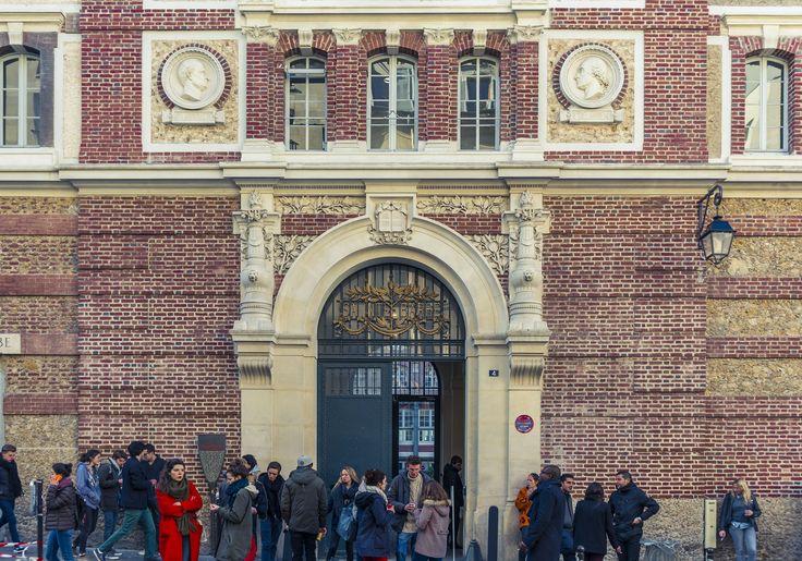 https://flic.kr/p/qeZHR4 | the benefits of taking a small pause in your day... | Le collège Sainte-Barbe était un établissement scolaire parisien fondé en 1460 sur la montagne Sainte-Geneviève et situé rue Valette. Il était jusqu'en juin 1999, date de sa fermeture, le plus « vieux » collège de Paris. Ses bâtiments, réhabilités par Antoine Stinco, accueillent depuis février 2009 une bibliothèque universitaire.  DSC_6883