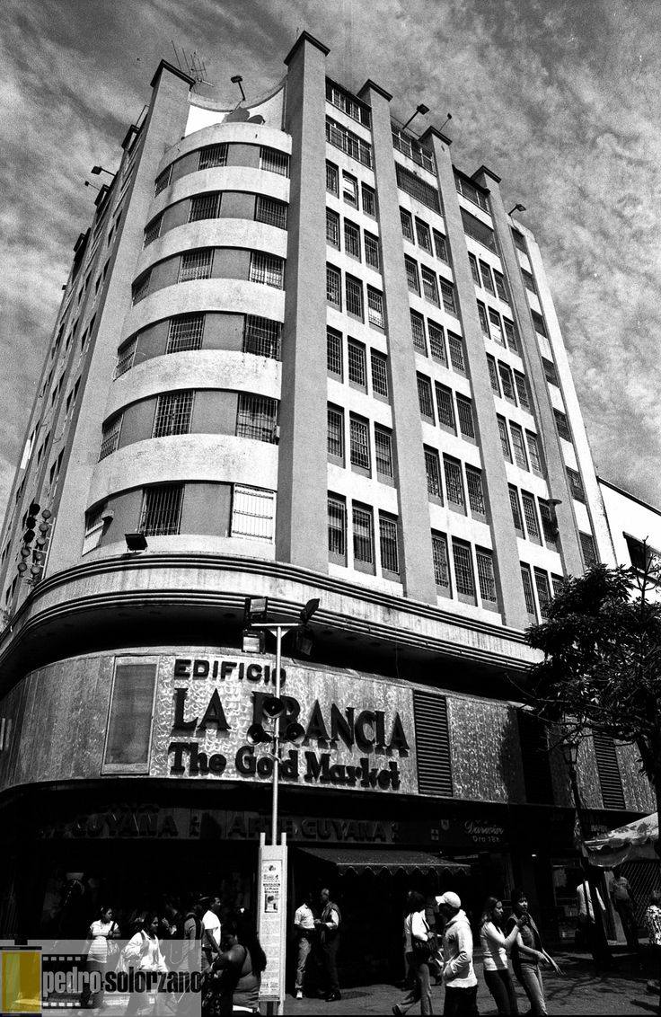 Edificio La Francia, centro de Caracas. Antes de ser expropiado por Chávez.