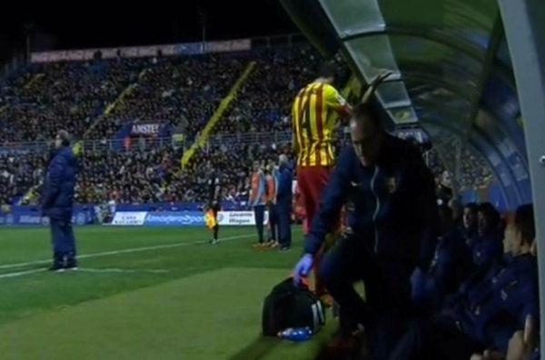 Las notas del Levante-Barça: Muy deficiente para el gesto de Cesc Fàbregas