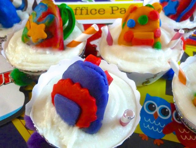 Diary of a Mad Hausfrau: Backpack Cupcakes for a Bella Cupcake Couture- Back to School Blog Party