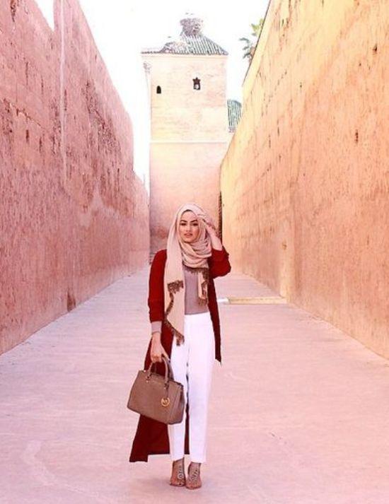 long rust cardigan- white pants- hijab fashion- Modern Hijab Street styles http://www.justtrendygirls.com/modern-hijab-street-styles/
