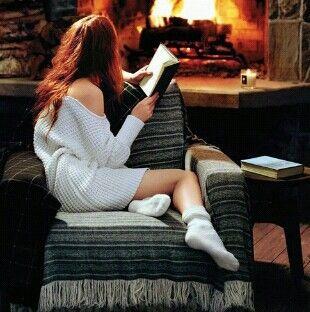 осень, книга, свечи, холод, кофе, уютное, падение, огонь, девушка, волосы, лень, носки, свитер, винтаж, погода, зима