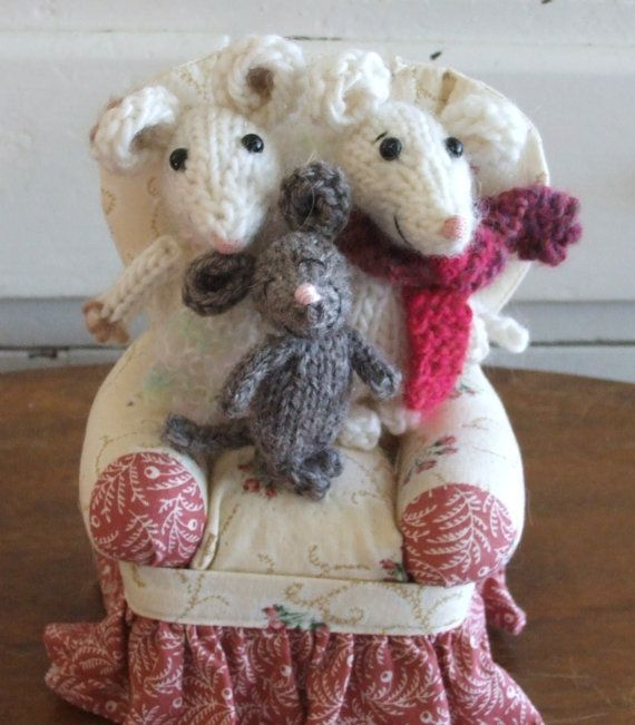 Knitting Patterns For Christmas Mice : Christmas Knitted Mouse Family Pattern Knitting patterns, Mice and Make your