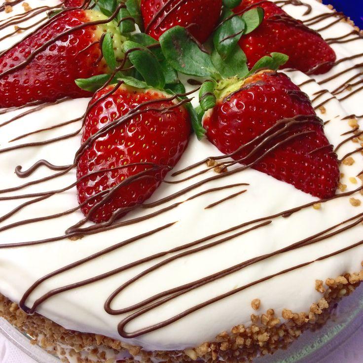 Tarta 3 leches com fresas.                       3 milks cake with strawberries. Bolo 3 leites com morangos.