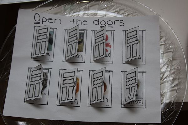 Letter O week Tot School vocabulary building activity - Opening the doors to find things that begin with O